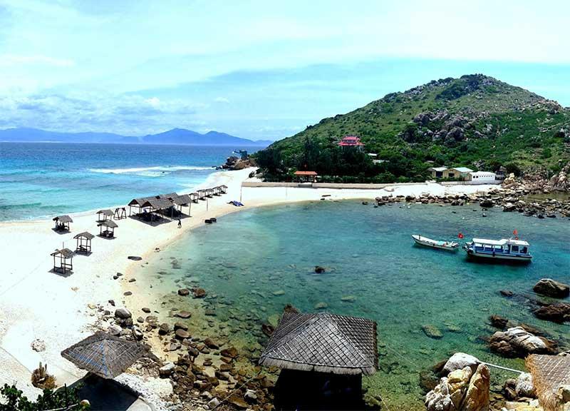 Bãi tắm đôi ở Nha Trang
